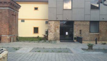 realizace okrasných záhonů u hotelu